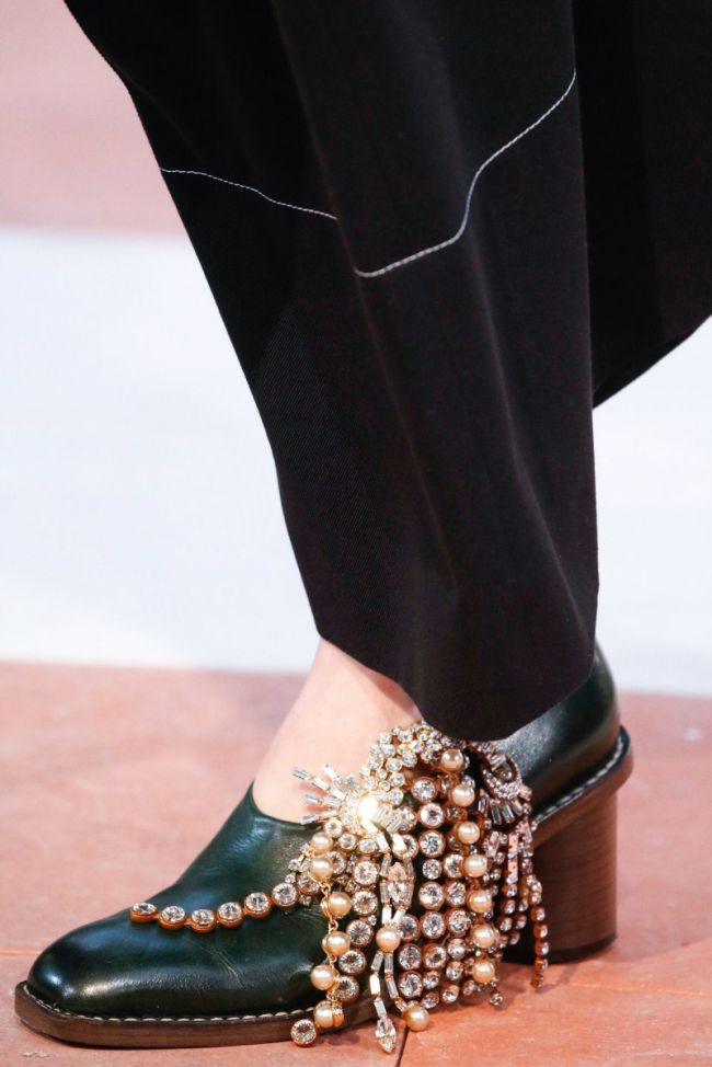 брошь на обуви