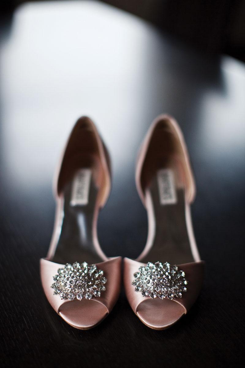 брошь на туфлях